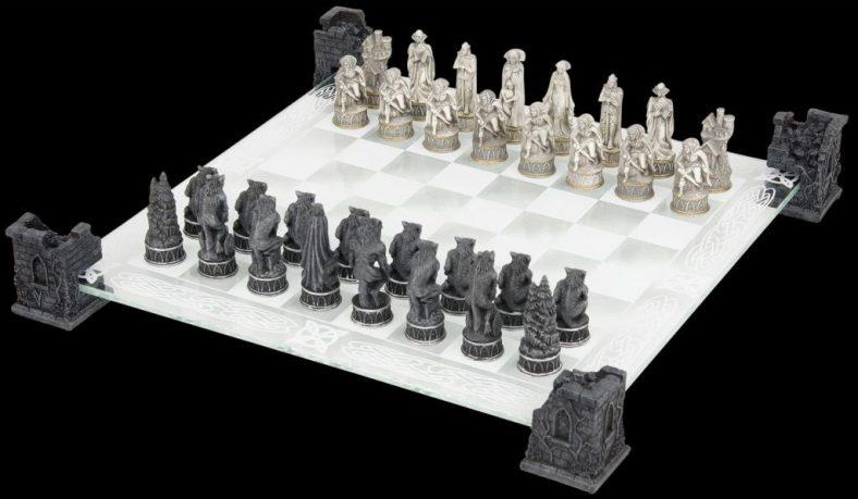 20170509xadrez-vampires-e-werewolves-chess-set-02-1024x597[1]