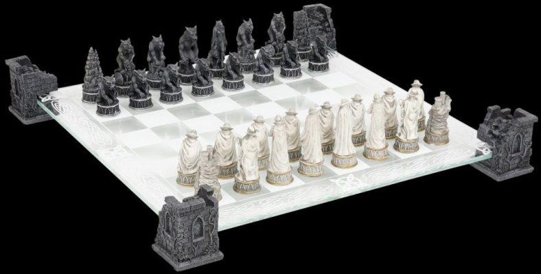 20170509xadrez-vampires-e-werewolves-chess-set-03-1024x519[1]