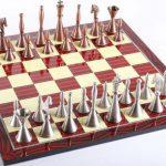 El diseño del juego de ajedrez The Brass Art Deco Man es elegante y suave