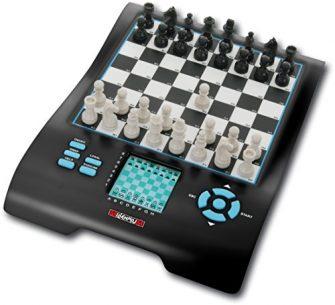 Europe Chess Master II: Schach und 7 weitere bekannte Spieleklassiker. Mit beleuchtetem...